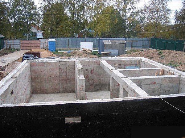 Возведение фундамента дома из газобетонных блоков